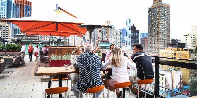 O bar com terraço Roof At Park South