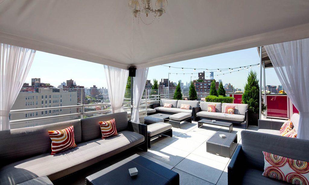 O bar com terraço Zerzura Rooftop